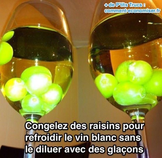 La solution ? Certainement pas des glaçons, car ça va diluer le vin. L'astuce pour garder un verre de vin blanc frais plus longtemps est d'utiliser des raisins congelés.  Découvrez l'astuce ici : http://www.comment-economiser.fr/garder-verre-vin-blanc-frais-longtemps.html?utm_content=bufferf35e4&utm_medium=social&utm_source=pinterest.com&utm_campaign=buffer