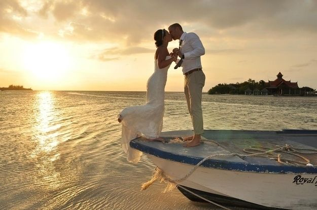 This couple caught in a moment that would last for a lifetime at Sandals Royal Caribbean. | 15 Passionate Photos Of Couples Caught In A Romantic Sunset.