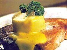 Receita de Atum grelhado - atum com o azeite de oliva e salpique o sal em toda a superfície. Coloque em cada um deles um ramo de salsinha e 2 fatias de limão. Embrulhe-os...