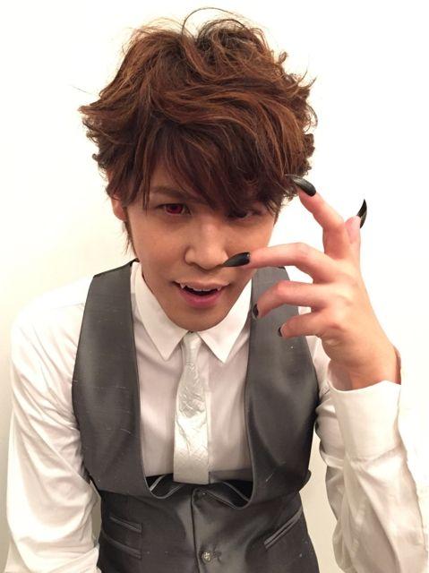 ついに、「MAMORU MIYANO LIVE TOUR 2015-16 ~GENERATING!~」無声映画おまけ写真、ラストシーンのお話をしたいと思います!!やっとライブ衣装に着替えたMr.MAMOは、なぜか、急ぐことなく(笑)、ゆっく
