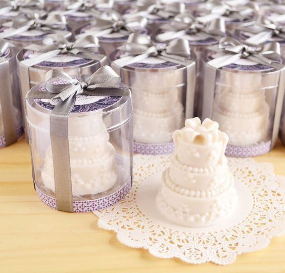 Sabonete no modelo de bolo de casamento