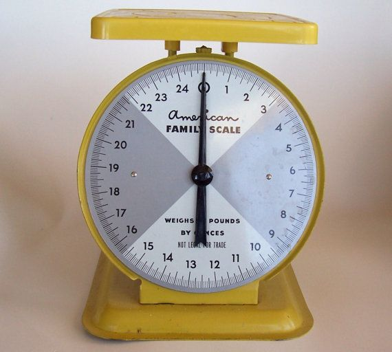 Vintage American Family Kitchen Scale in Yellow