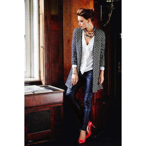 Expressiver Reliefstrick im modischen Ikatlook! Strickmantel von Brandalism.  #impressionen #fashion