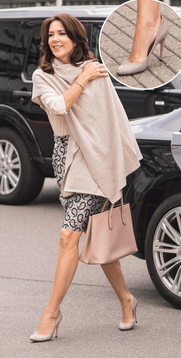 SE BILLEDERNE: Kronprinsesse Marys flotte sko   BILLED-BLADET