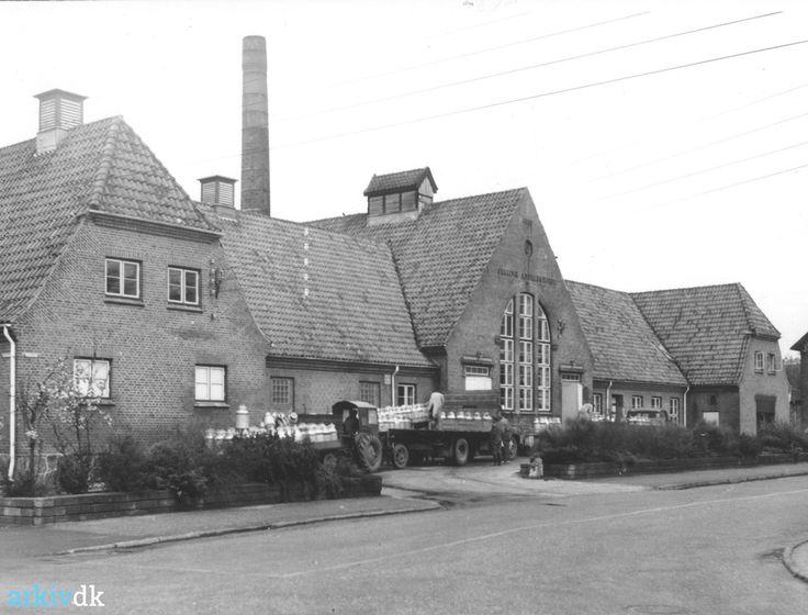 arkiv.dk | Jelling Andelsmejeri set fra sydøst. Stationsvej 8