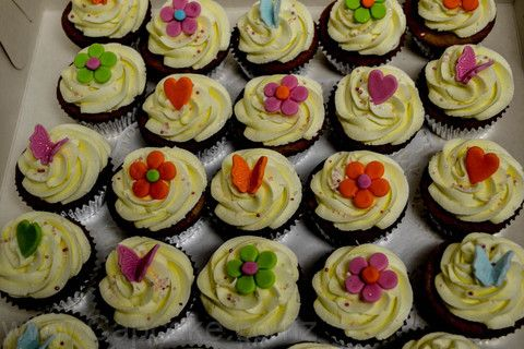 Flower cupcakes from the Cupcake Shop