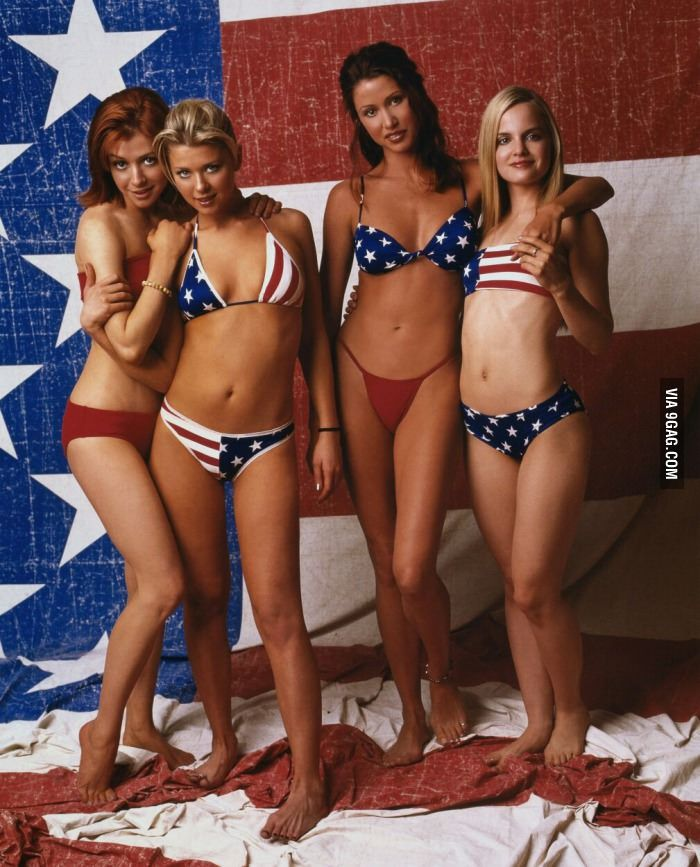 Female Cast Of American Pie  Shannon Elizabeth, Tara Reid -4263