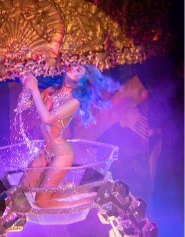 SUKKI SINGAPORA: My burlesque show for DSTRKT and Fashion TV