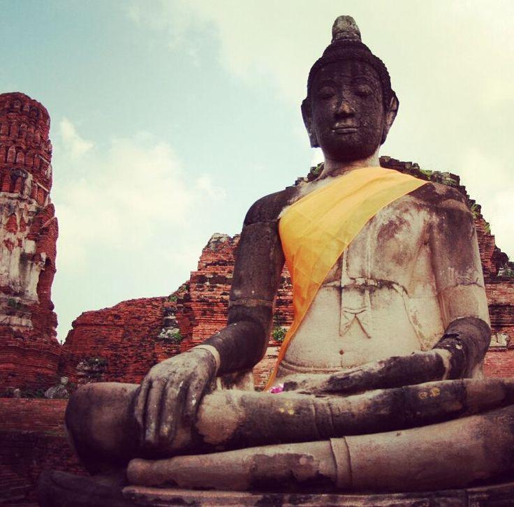 Z okazji piąteczku z humorem o życiowych wyborach.   Nie uciekaj z korpo bo jeszcze zostaniesz Buddą i zmienisz świat http://ift.tt/2xL6Ykp  Pisałam już że nie przeszłam na Buddyzm i nie zamierzam nikogo do tego namawiać. Ale Budda to był fajny gość który dziś by uciekł z korpo i próbował zmienić świat. Nie każdy ma tyle szczęścia ale czy nie warto spróbować?  #budda #buddyzm #tajlandia #indie #joga #medytacja #obudźsię #korpo #przebudzenie