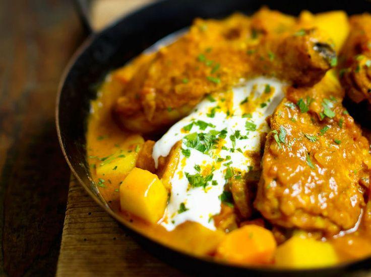 Avec les lectrices reporter de Femme Actuelle, découvrez les recettes de cuisine des internautes : Curry de poulet au yaourt à l'indienne