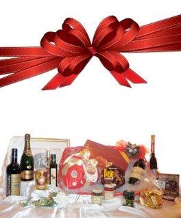 €159,84 http://www.oilwineitaly.com Regalo Cesto Natalizio. La ricchezza dei sapori per un regalo di gusto. I prodotti tradizionali confezionati a mano nel Regalo Cesti di Natale per ringraziare chi, nel corso dell'anno, ci ha dato il suo sostegno o il suo affetto.