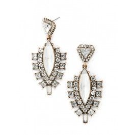 Gorgeous earrings for the bride.