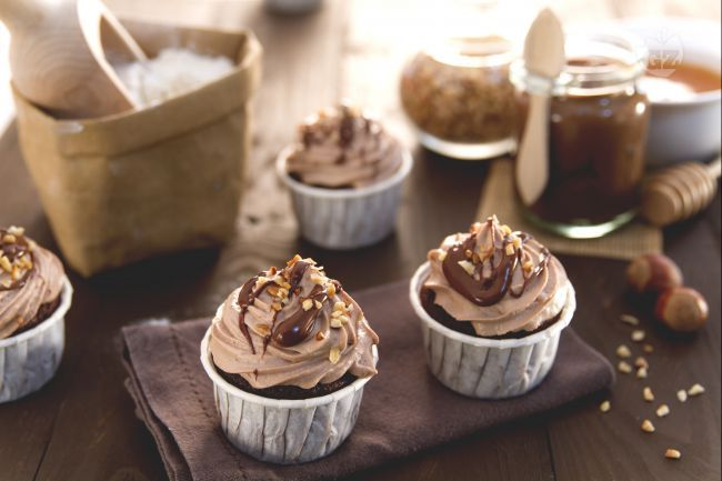 I cupcake alla Nutella sono golosi dolcetti monoporzione il cui impasto è arricchito con la crema di nocciole più amata.