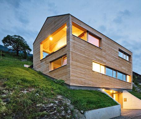 Moderner holzbau satteldach  Vorarlberger Holzbau-Kunst | EFH Ideen | Pinterest | Holzbau ...