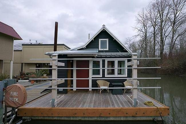 a houseboat on the Willamette river