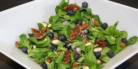 Flot og velsmagende salat med blåbær.