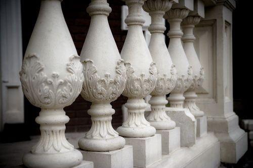 Балясины из искусственного белого камня
