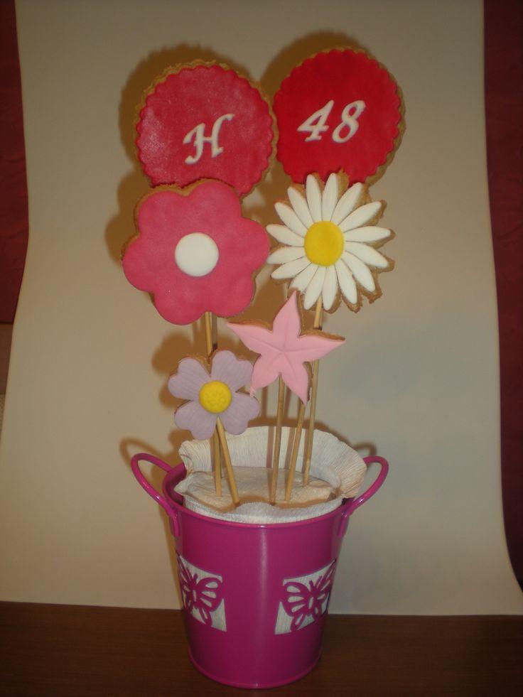 Maceta de galletas en forma de flores, para regalar a su madre el día de su cumpleaños!