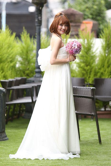 内巻きワンカールの可愛らしい花嫁♡ 〜エンパイアドレスに似合う髪型 ボブ・ミディアム・ショート参考〜