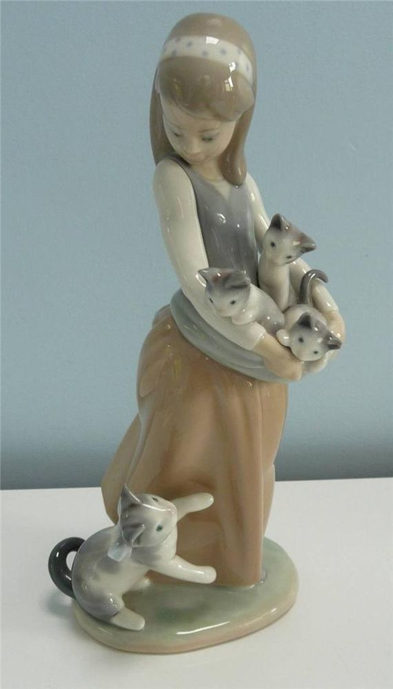 "Lladro Figurine  #1309 "" Following Her Cats "" . Girl With Her Kittens #Figurines"