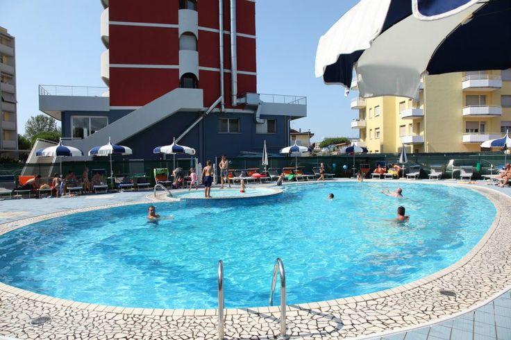 Hotel Ambassador *** #Piscina #Schwimmbad #Sonne #sole #divertimento @Italien #Caorle