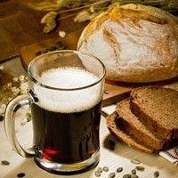 Домашний хлебный квас полезен всем! Домашний квас приносит намного больше пользы, чем любой из современных видов напитков. Полезно пить перед  едой хлебный квас, тем, кто страдает гастритом с пониженной  кислотностью, сердечникам и тем, у кого ослабленный  иммунитет. Многие хотят узнать, как приготовить квас в домашних условиях. Ведь  хлебный домашний квас гораздо вкуснее магазинного. К тому же  приготовление кваса в домашних условиях не составит труда, если вы знаете рецепты приготовления…