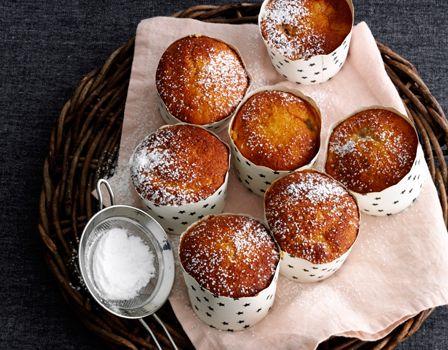 IngredienserRabarberkompot300 g rabarber75 g sukkerkorn af 1 stang vaniljeMuffins200 g sukker3 æg200 g hvedemel2 tsk bagepulver2 tsk stødt ingefær½ dl valnødde- eller vindruekerneolie¾ dl letmælklidt flormelis til drysTilberedning 12 stykker Rabarber Snit rabarberne i 1 cm stykker. Kom rabarber, sukker og vaniljekorn i en gryde og kog ved svag varme i ca. 10 minutter til… Læs mere »