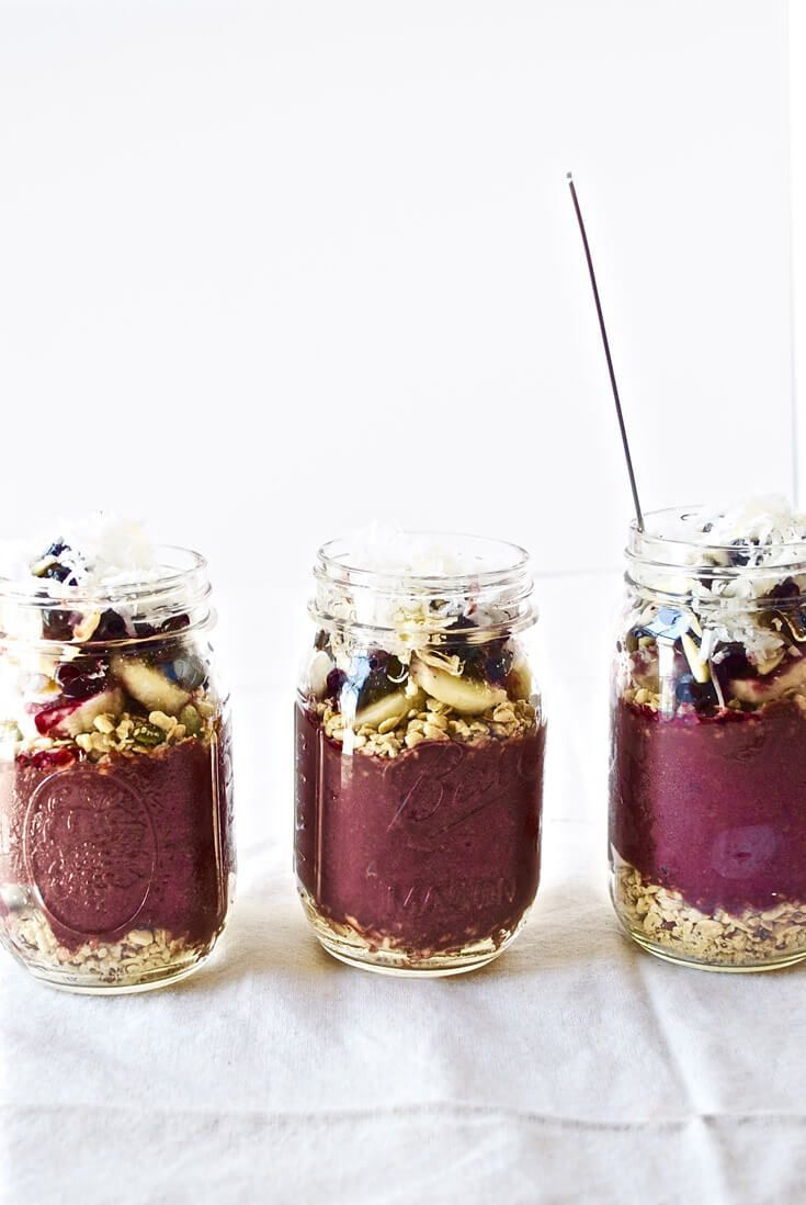 The Classic Acai Bowl | Modern Granola | The perfect acai bowl recipe that is so good, you won't know what to do with yourself. For real! Click through to get the recipe!