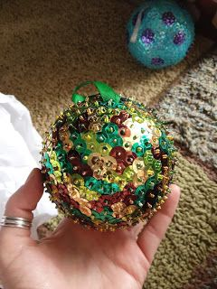 Camo sequined Christmas ball Could do with any colors though! Use styrofoam ball, straight pins and sequins! A no mess Christmas craft!