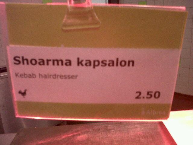 Iedere Nederlander weet wat een kapsalon is. Maar buitenlandse studenten aan de Erasmus Universiteit Rotterdam niet. Daarom doe jij je uiterste best om de boel te vertalen: Kebab hairdresser. Als er in Rotterdam wentelteefjes op het menu staan, krijgen buitenlandse studenten dan Turn Around Bitches?