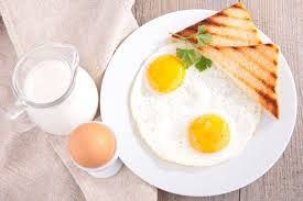 For people working physically during breakfast, you need to consume more products containing protein, which corresponds to a classic English breakfast: an omelet. You can add to it some vegetables and a slice of grain bread, as well as tea with milk and a piece of cheese with a low fat content.  #benefit  #knowledge #ration #protein #carbohydrates #fat #triks #useful #necessity #breakfast #food