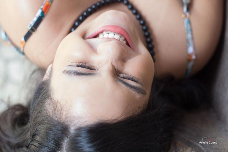 Maria Eduarda, 15 anos, Belém Pará. Esta sessão pra lá de linda e divertida, cheia de caras e bocas, com calor humano de sua família foi a sessão da adorável e risonha Maria Eduarda... jovem meninas ''devoradora'' de livros, sim e com um ciúme tremendo deles não se separou nem em sua sessão fotográfica. Pudera aqui ela só enfatiza mais ainda ser uma menina inteligente, culta, ótima filha, neta, sobrinha e prima..sim sua família foi em peso torcer e participar desta fase dela.
