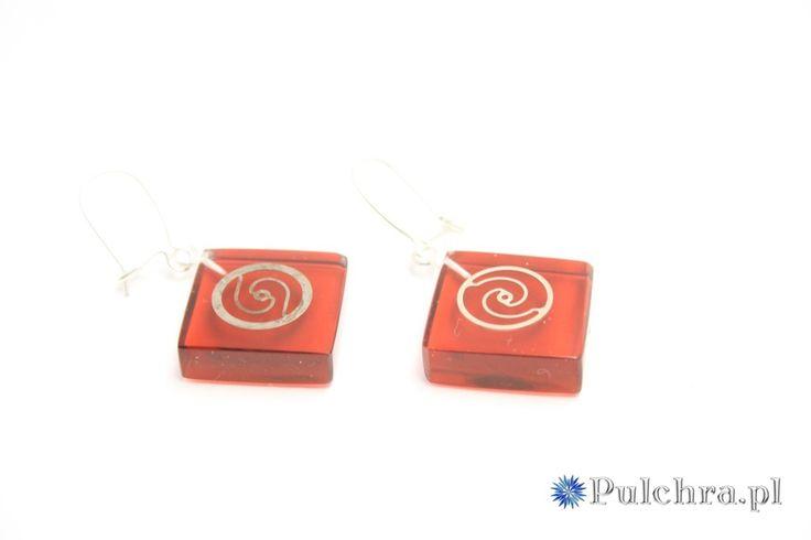 Kwadratowe, czerwone kolczyki z żywicy z trybikami zegarowymi steampunk (srebrne bigle) Image 2