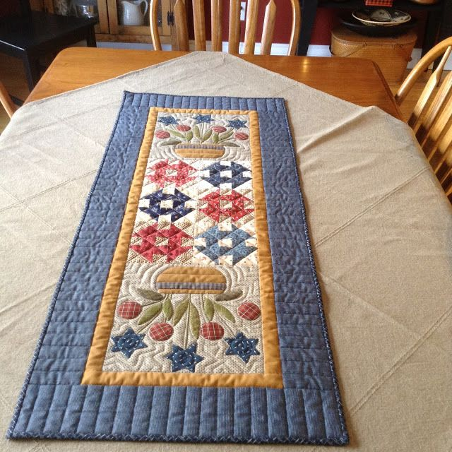Timeless Traditions: Patriotic Bouquets table runner
