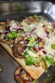 Hungry Hubby And Family: COHEN DIET: Mushroom, Green pepper and Onion Pizza