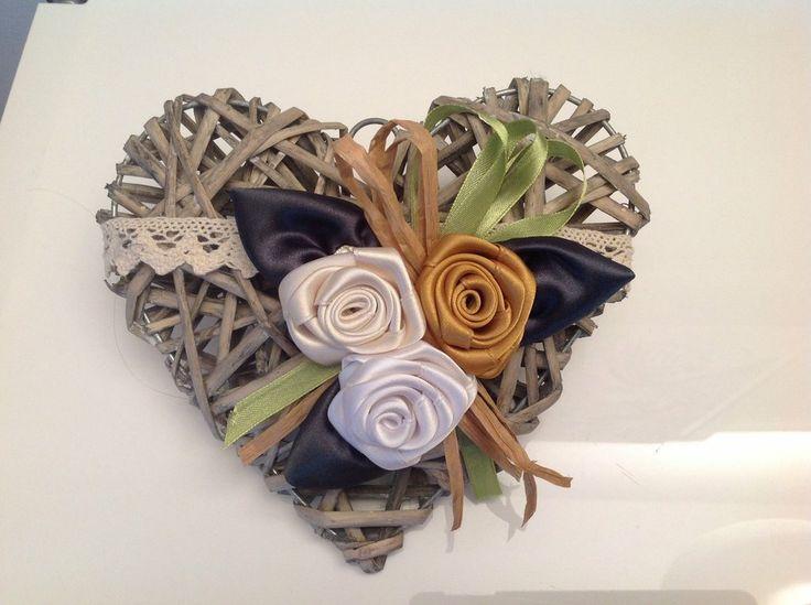 Cuore con tre rose, by fattoamanodaTati, 20,00 € su misshobby.com