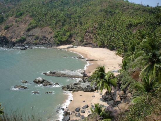 Explore the beauty of Kakolem Beach. Photo credit: Goa Villa