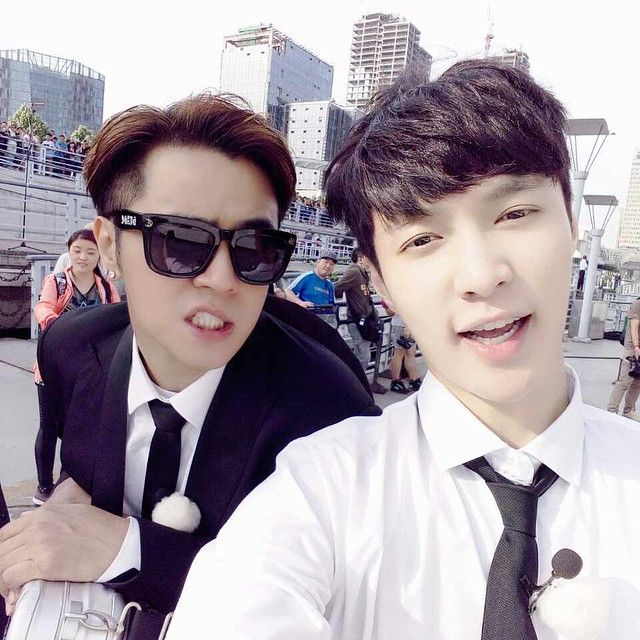 Lay's IG with Taiwanese singer Show Luo (Xiao Zhu)