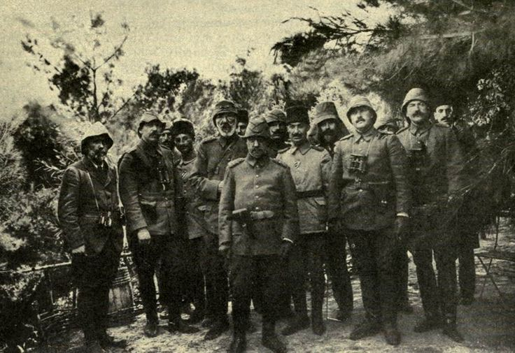 1915 Gallipoli Campaign - Casualty figures for the campaign: 2,160 officers and 287,000 other ranks. - Seen here are Turkish and German officers at Gallipoli.