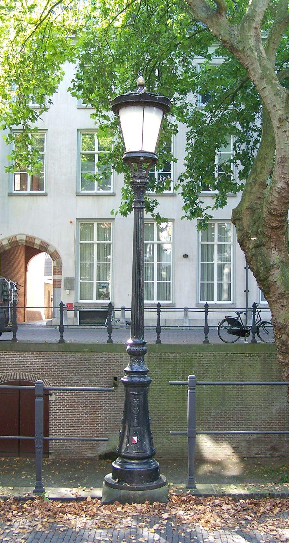 De klassieke lantaarnpalen in Utrecht.