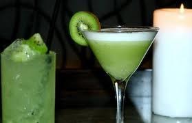 Kiwi Cream Liqueur: Kiwi, Whiskey, Vodka, Sweetened Condensed Milk, Evaporated Milk, Whole Milk, Green Food Coloring