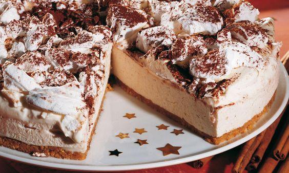 Festliche Weihnachtstorte Rezept: Eine Quark-Mascarpone-Torte mit Honig und Meringues. - Eines von unzähligen feinen und gelingsicheren Rezepten von Dr. Oetker!