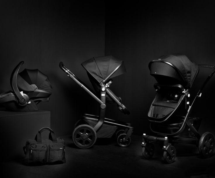 """In Zusammenarbeit mit dem Fotografen Bastiaan Woudt hat der niederländische Kinderwagenanbieter Joolz die Linie """"Iconic Black"""" entwickelt. Sie zielt darauf, höchsten Komfort mit einer innovativen Ausstrahlung zu verschmelzen. Woudt ist selbst Vater von vier Kindern und hat die Linie in seinem eigenen charakteristischen Stil fotografisch inszeniert.   #Joolz"""