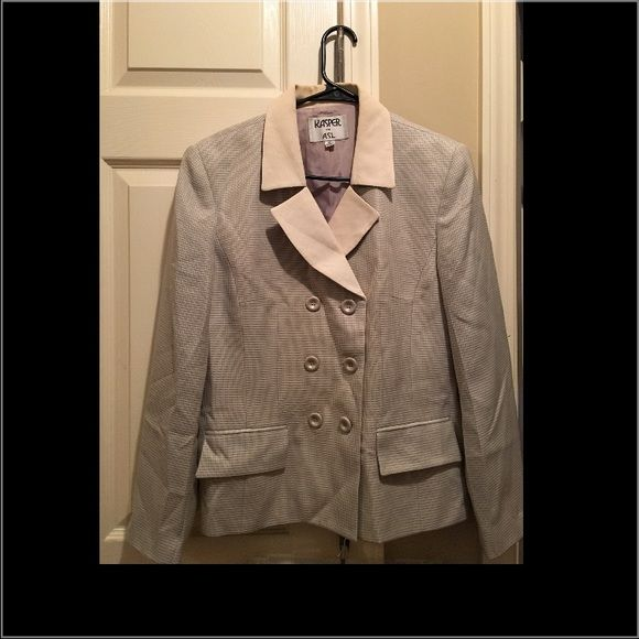 Ladies dress suit Almost tweed like material in off white and gray. Very nice suit for price. Has a small spot on skirt and jacket if dry cleaned would more than likely come right out and neck line has discoloration on jacket. Kasper Skirts Skirt Sets