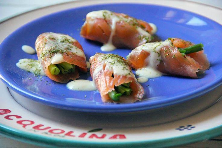 INVOLTINI DI SALMONE CON FAGIOLINI Ricetta veloce e fresca per i primi caldi! Un #antipasto o #secondopiatto di #salmone che avvolge i #fagiolini, il tutto aromatizzato da un'#emulsione al #limone, #yogurt, #senape e #erbacipollina. Un piatto sano, leggero e semplice da realizzare. #primavera #italiaatavola #verduradistagione #italianfood #eating  http://bit.ly/1eVRjTl  http://acquolinainblog.com/ | #acquolina | #food |#cooking
