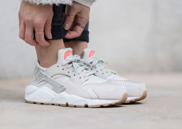 Sneakers femme - Nike Air Huarache Textile Light Bone