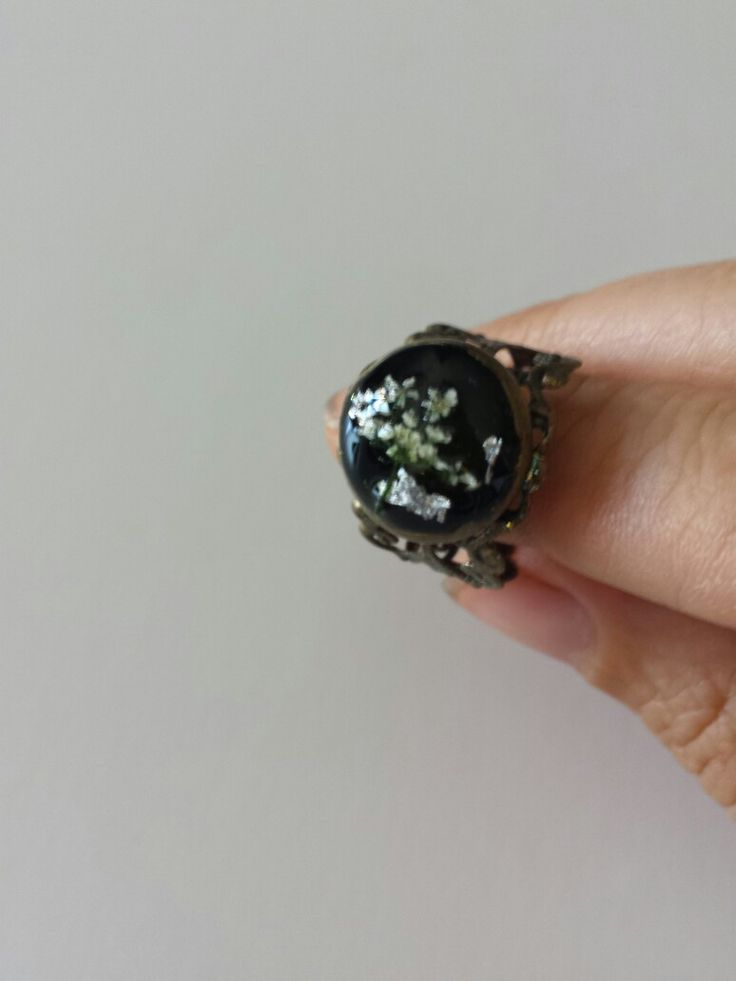 Ring: resin, dried flowers and silver flakes