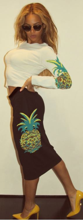 Who made  Beyonce Knowles' black sunglasses, white print top, and pineapple print skirt?