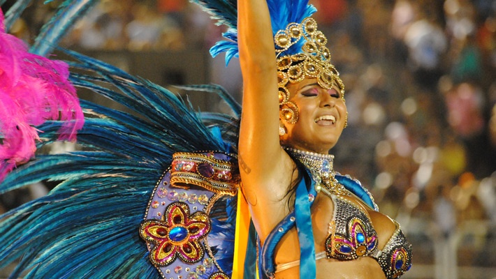 30 de poze pline de culoare de la Carnavalul din Rio 2012.  Vezi mai multe poze pe www.ghiduri-turistice.info  Source : www.flickr.com/photos/leandrociuffo