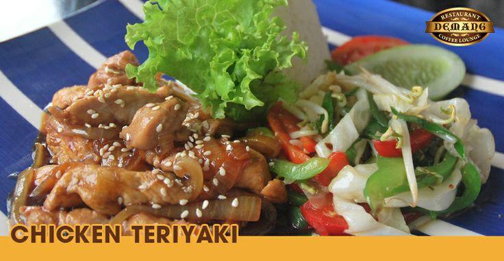 Bagi Anda yang bekerja di sekitar daerah Thamrin, kini Anda bisa menikmati empat pilihan paket makan siang di Demang Resto dengan diskon 50%. Cukup bayar Rp 35.000 (dari harga normal Rp 70.000), Anda sudah bisa menyantap kelezatan empat pilihan paket makan siang berikut ini:   - Nasi Chicken Teriyaki + Es Teh   - Nasi Kakap Asam Manis + Es Teh  - Nasi Goreng Pete + Es Teh  - Soto Madura + Es Teh